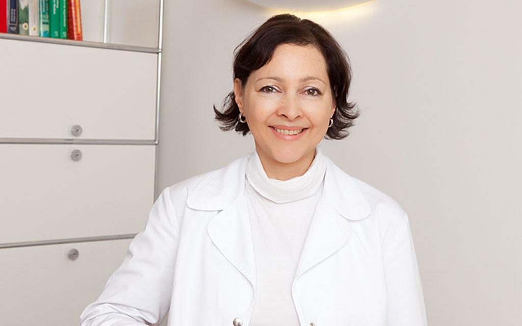 Ursula Fischer zuständig für die Rezeption, Patientenbetreuung & Rechnungswesen